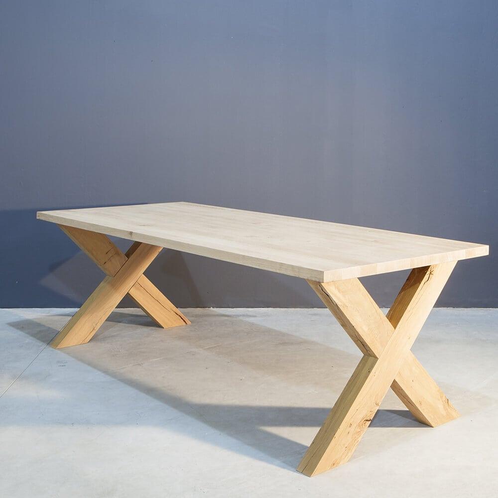 Eikenhouten Eettafel Kruispoot.Massief Eiken Tafel Met Industri Le Kruispoot Concept Table