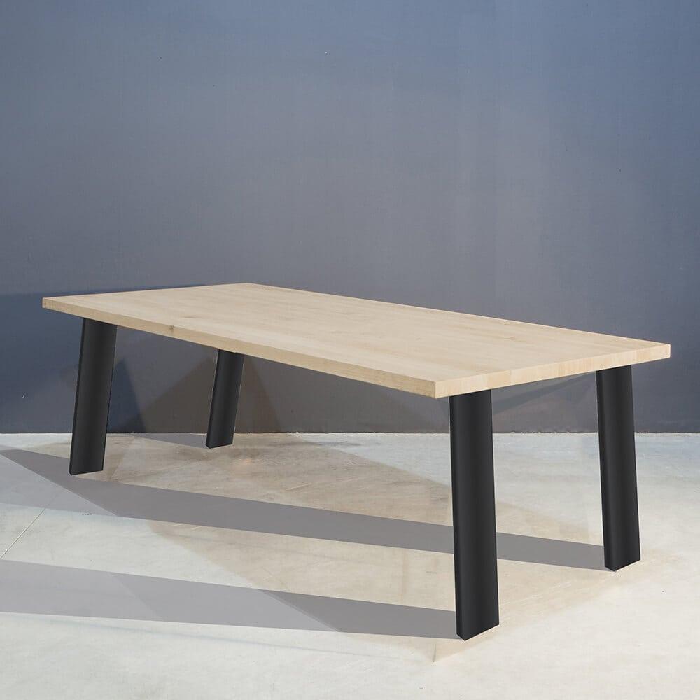 Moderne eettafel met schuine stalen poten concept table - Eettafel moderne ...