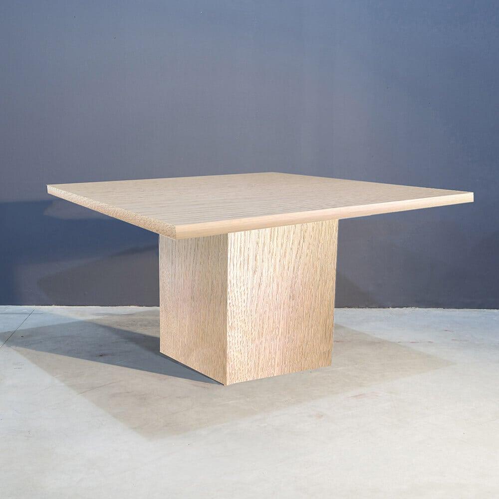 Robuuste Vierkante Eettafel.Robuust Vierkante Eettafel Met Kolompoot Concept Table