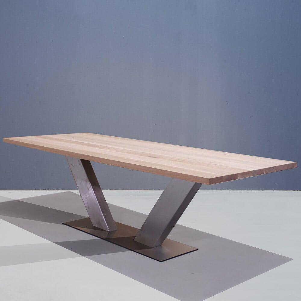 Tafel Met V Poot.Stoere Eettafel Met Rvs V Poot Concept Table