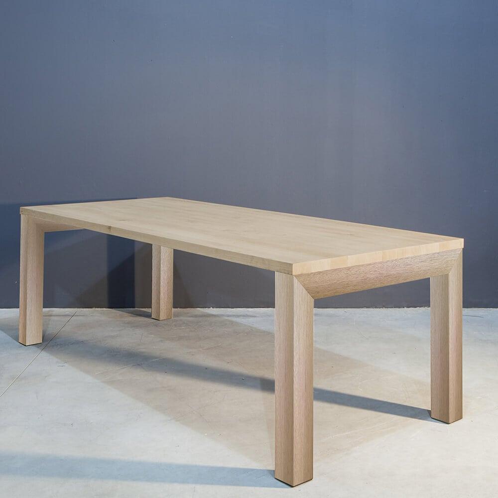 Eikenhouten Tafel Met Stalen Poten.Stoere Eikenhouten Tafel Met Stalen Poten Concept Table