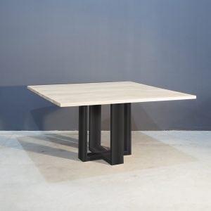 Vierkant eettafel met industrieel zwart staal Kaal | Concept Table