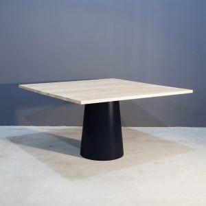 Vierkante eettafel met uniek conisch onderstel Kaal | Concept Table