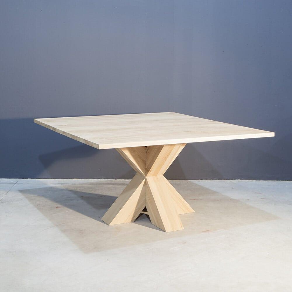 Vierkante eiken tafel met stoere kruispoot   Concept Table