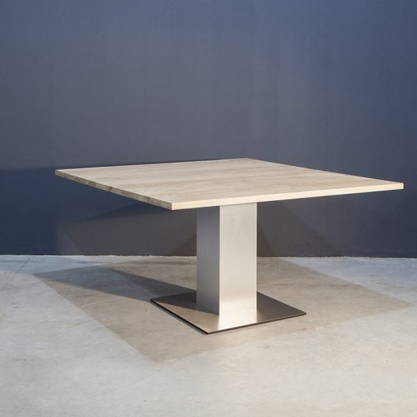 Vierkante eikenhouten eettafel met RVS kolompoot Kaal | Concept Table
